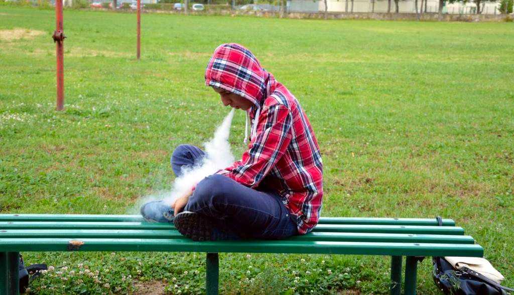 Как остановить подростковый вейпинг? Врачи бьют тревогу.Соблюдение законодательства