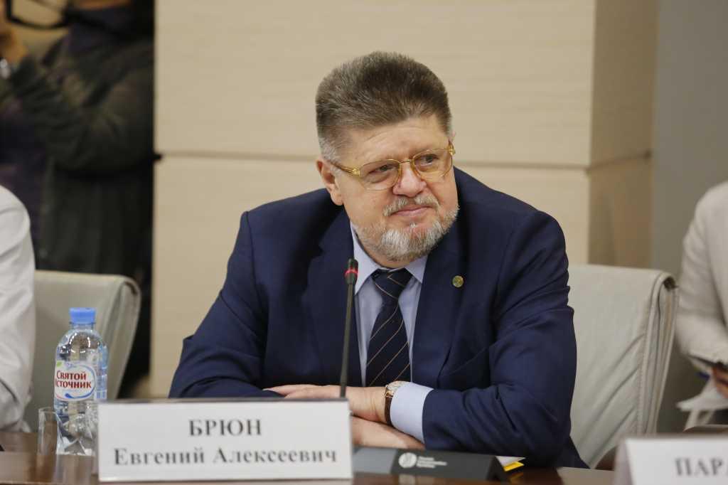 В Мосгордуме предложили ввести обязательную сертификацию вейпинга.Обязательная сертификация в России