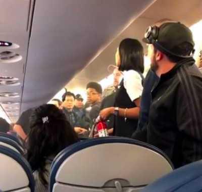 В самолёте произошёл пожар из-за электронной сигареты